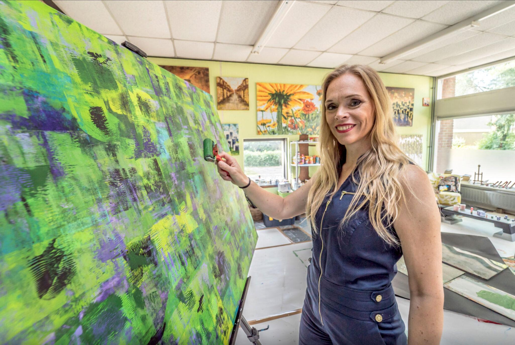 Elise Eekhout in working studio | photo: Fred Leeflang